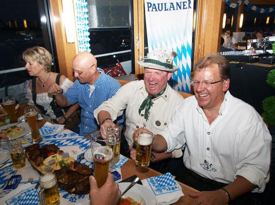 """Bayerischer Party Abend """"om Rhing"""""""